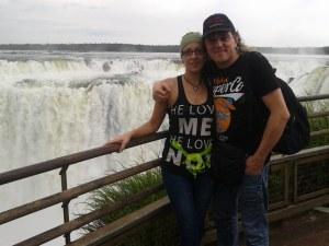 Argentina (Misiones, Cataratas de Iguazú, La Garganta del Diablo, 2012) con Laura